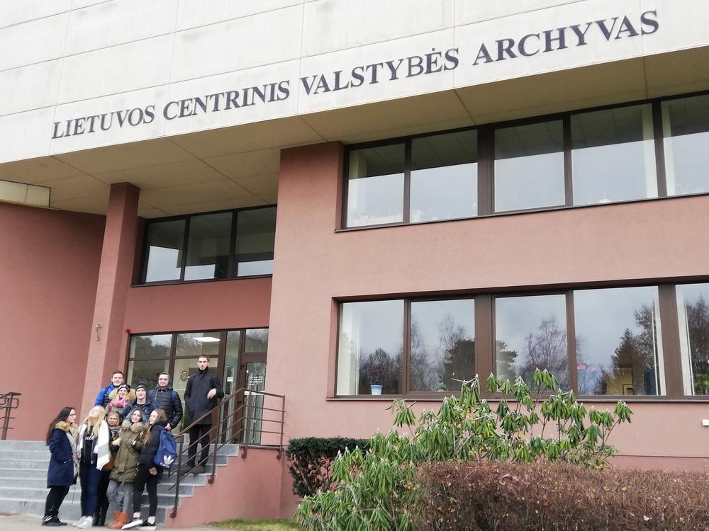 Netradicinė chemijos pamoka Lietuvos centriniame valstybės archyve