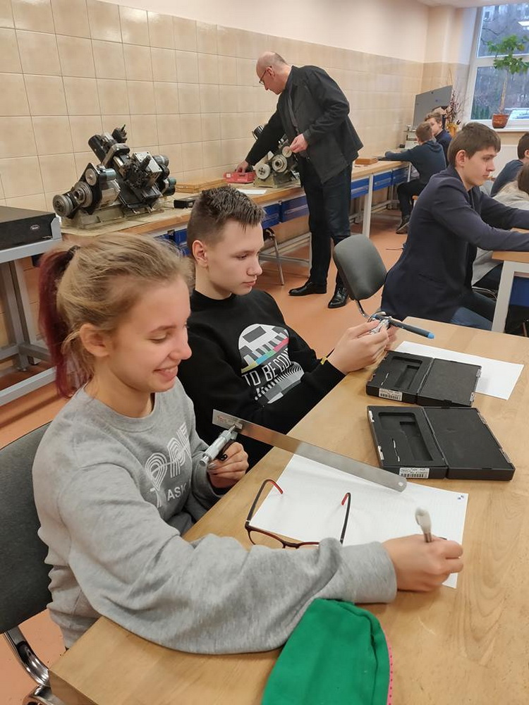 Inžinerijos pamoka Vilniaus technologijos ir verslo profesinio mokymo centre