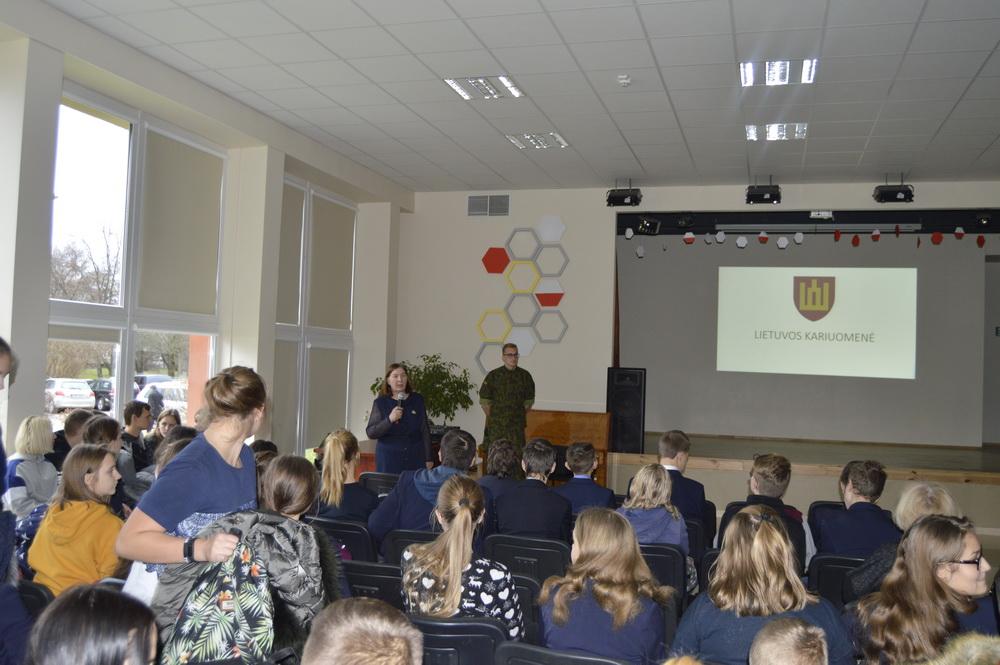 Lietuvos kariuomenei – 100