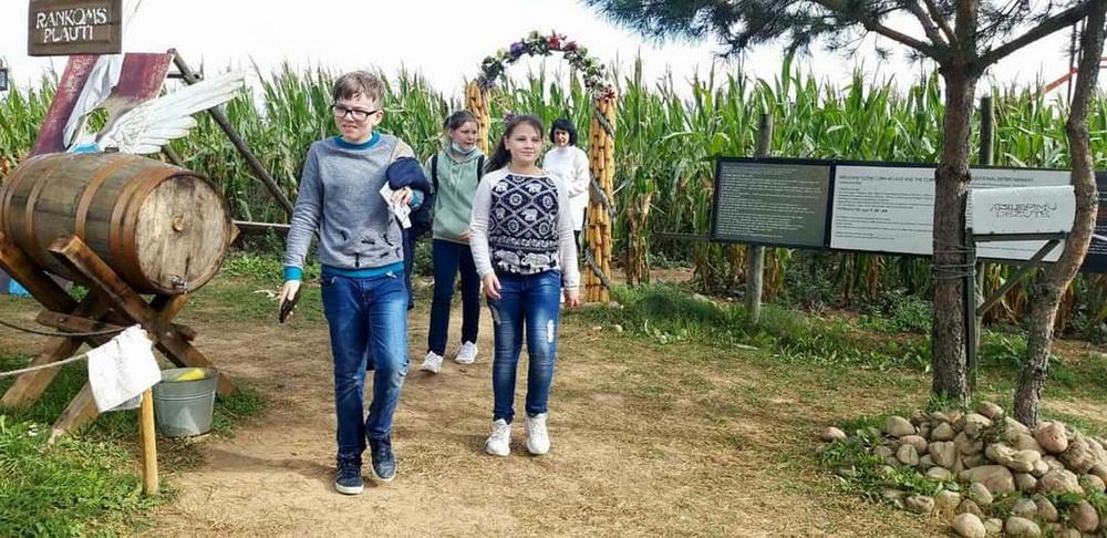 Geografijos pamoka kukurūzų lauke